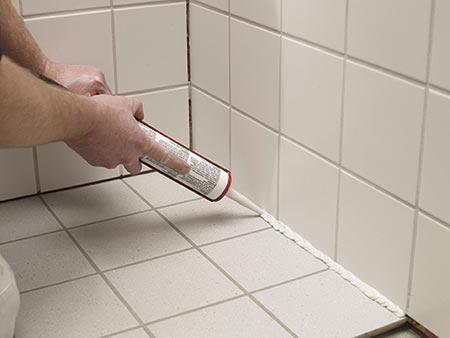 Vi fører både akrylfugemasse til rum som stuen og soveværelset samt vådrumssilicone til badeværelset, vinduer og døre.