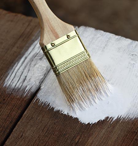 få et flottere og mere holdbart resultat, når du bruger grunder, før du maler. Grunderen gør, at malingen hæfter bedre efterfølgende og samtidig sparer du maling