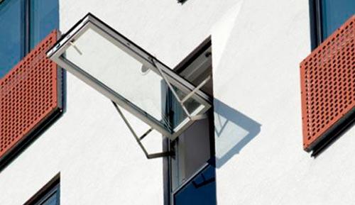 Stort udvalg af vinduer fra Velux, Optilite, Rationel, Outline og Aradas. Uanset om du har brug for traditionelle vinduer, ovenlysvinduer eller fladtagsvinduer, kan vi hjælpe dig.